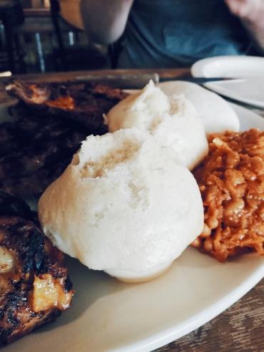 un plat typiquement sud africain qui s'accompagne de ce pain cuit à la vapeur